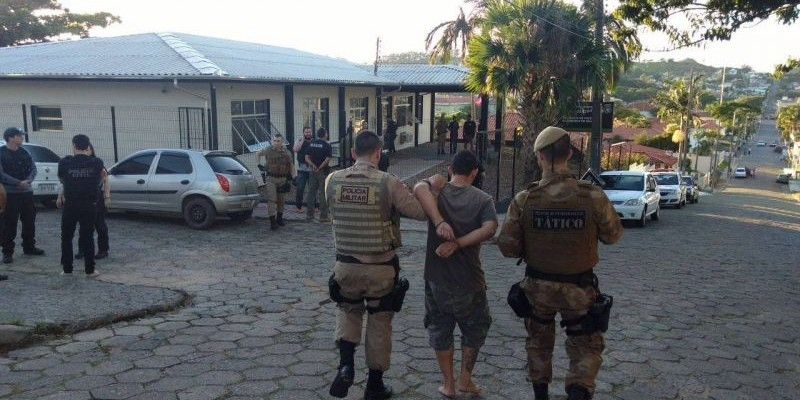 Polícia captura 17 pessoas em operação
