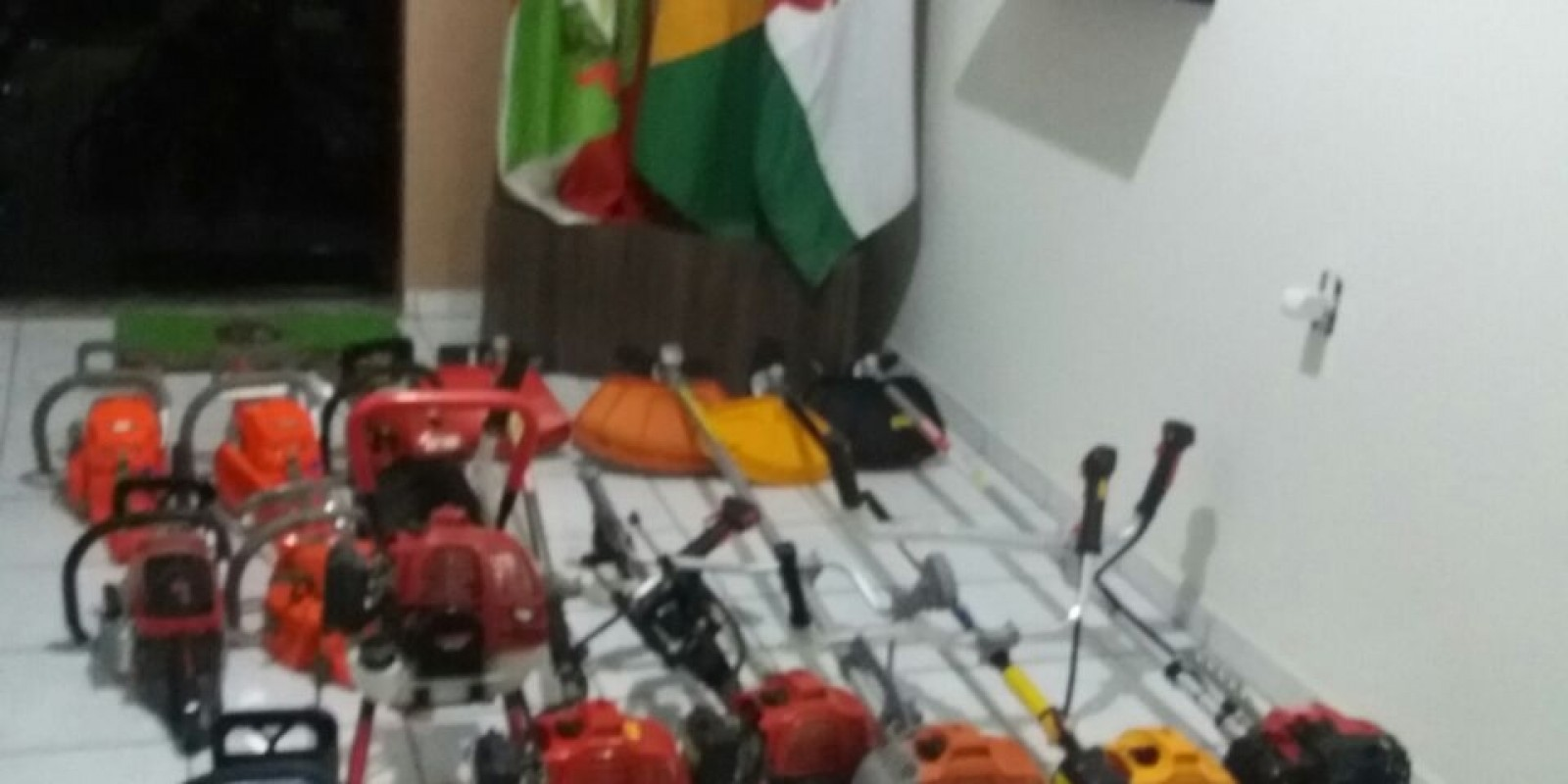 Populares registram momento de arrombamento em loja de São Ludgero