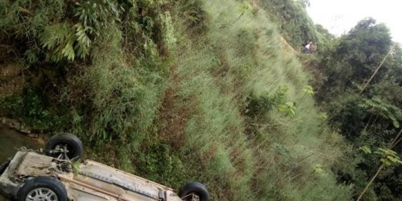 Giro Estadual: Carro cai de ribanceira e duas pessoas morrem