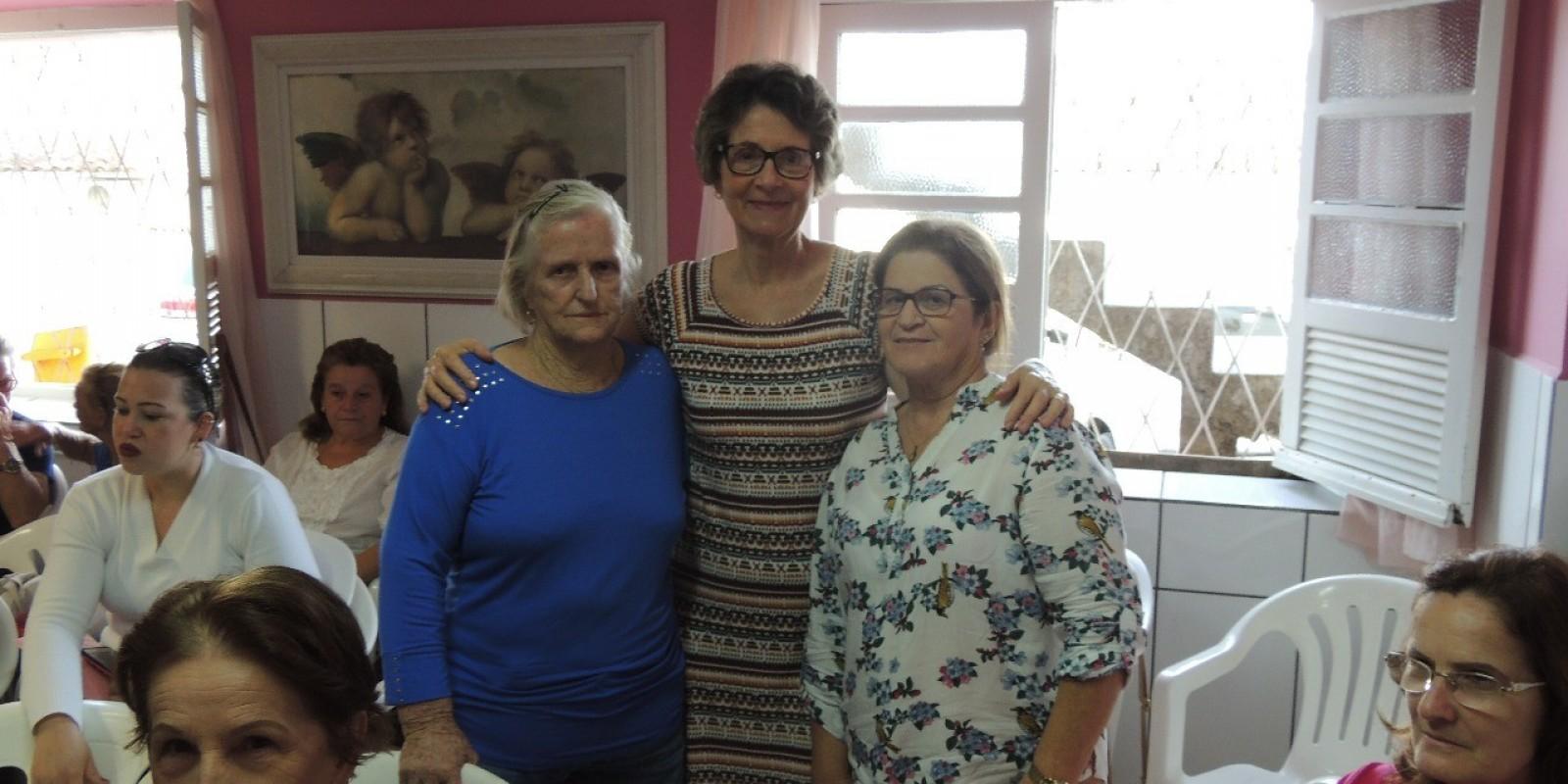 Rede Feminina de Combate ao Câncer de Orleans, realizou tarde da beleza na última segunda-feira