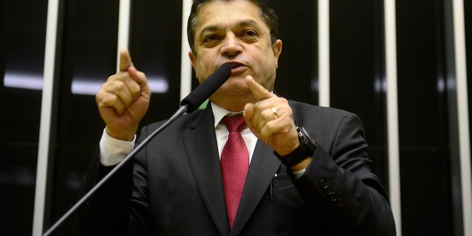 Barroso autoriza deputado preso a trabalhar na Câmara