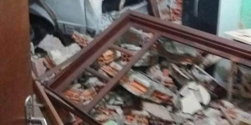 Estado: Caminhão invade casa em Itajaí e derruba parede do quarto de 2 crianças