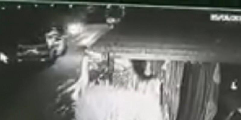 Mulher denuncia policiais por jogarem explosivo em sua residência