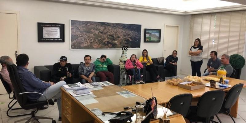 Paratletas campeões braçonortenses são recebidos na Prefeitura