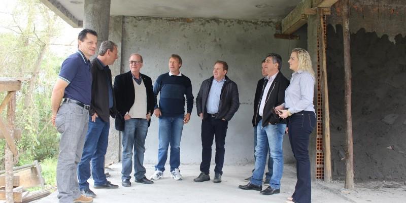 Construção da sede própria do Cras de São Ludgero é vistoriada pelo deputado estadual Valmir Comin