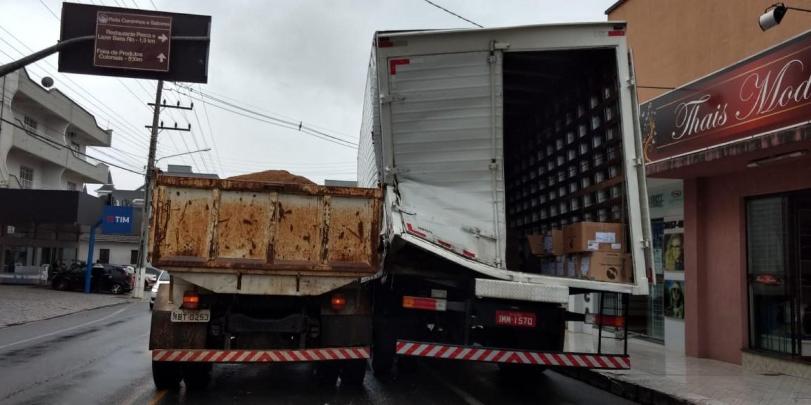 Colisão envolvendo dois caminhões é registrada em São Ludgero