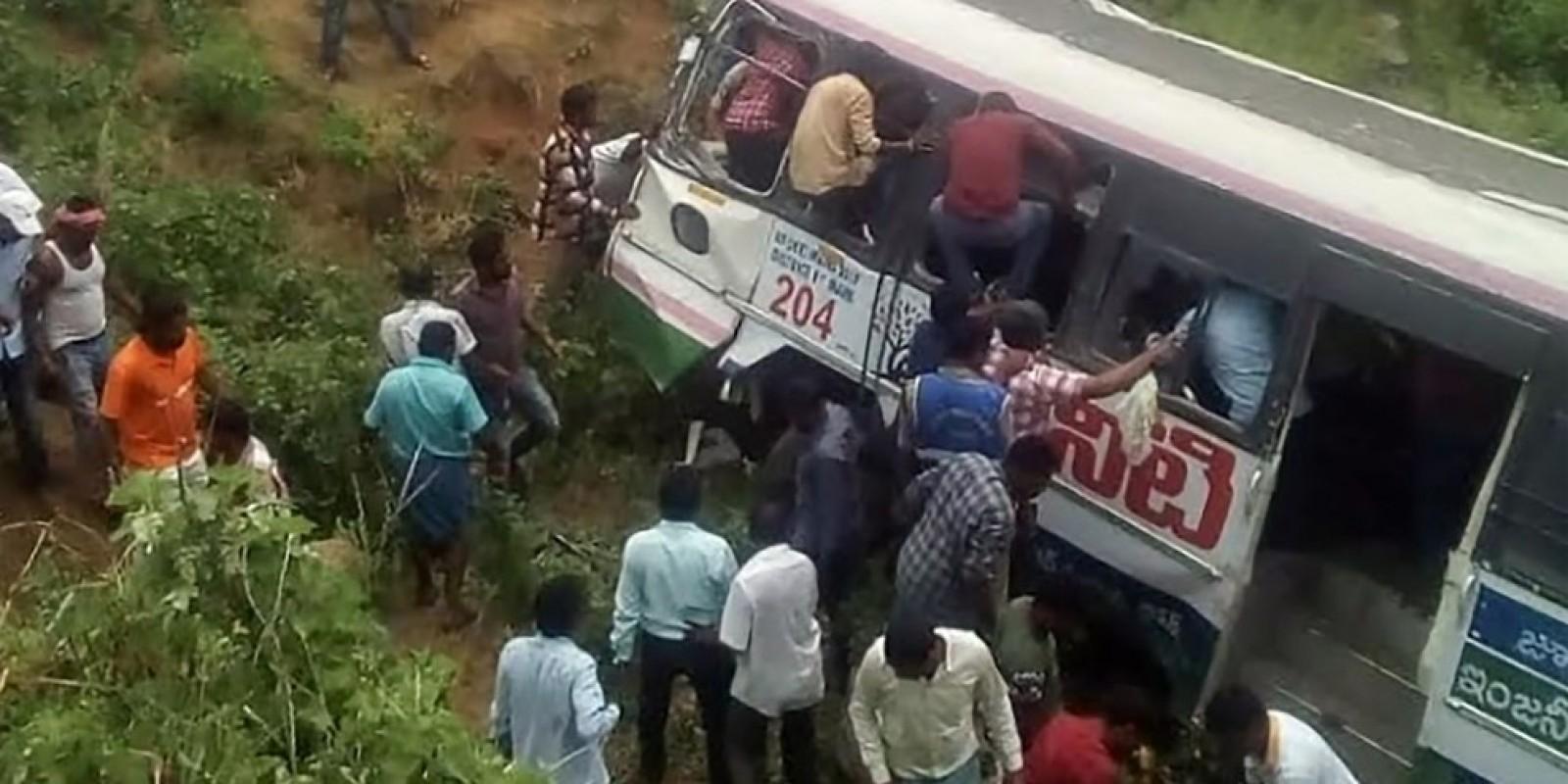 Mundo: Acidente de ônibus deixa mais de 40 mortos no sul da Índia
