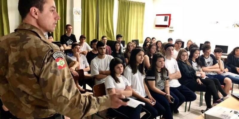 PM de Braço do Norte realiza palestras na Semana Nacional do Trânsito