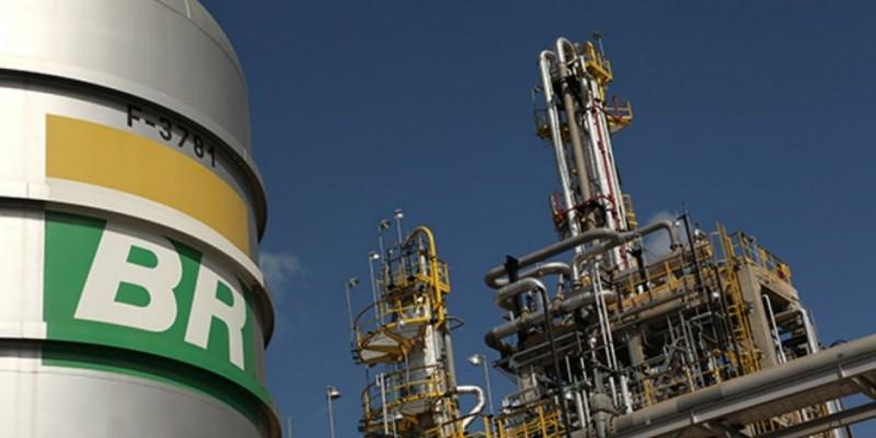 A Petrobras anunciou hoje (30), no Rio de Janeiro, a redução de 6,2% no preço da gasolina.