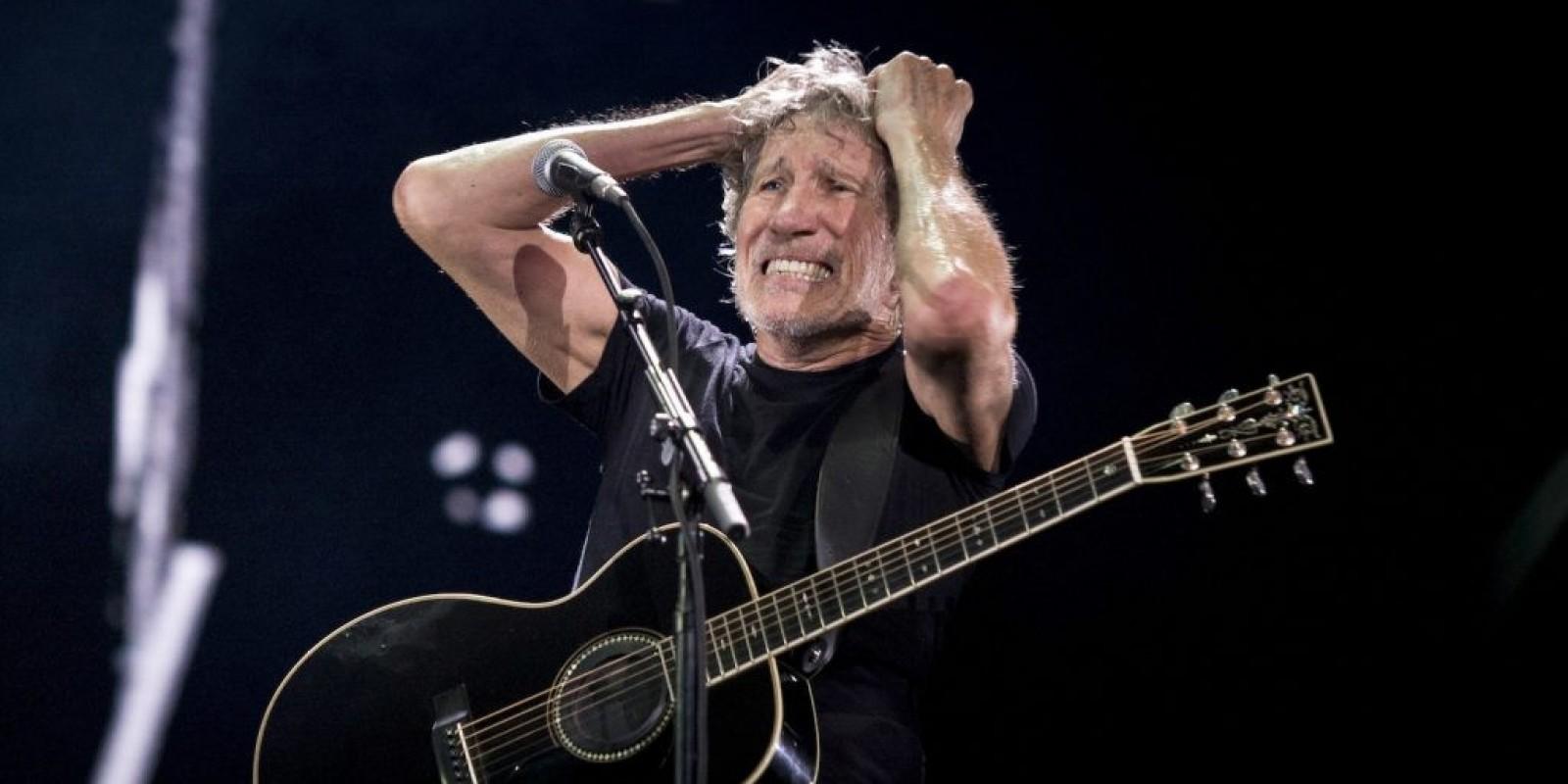 Roger Waters mostra #Elenão no telão, leva vaia de 5 minutos, mas termina show