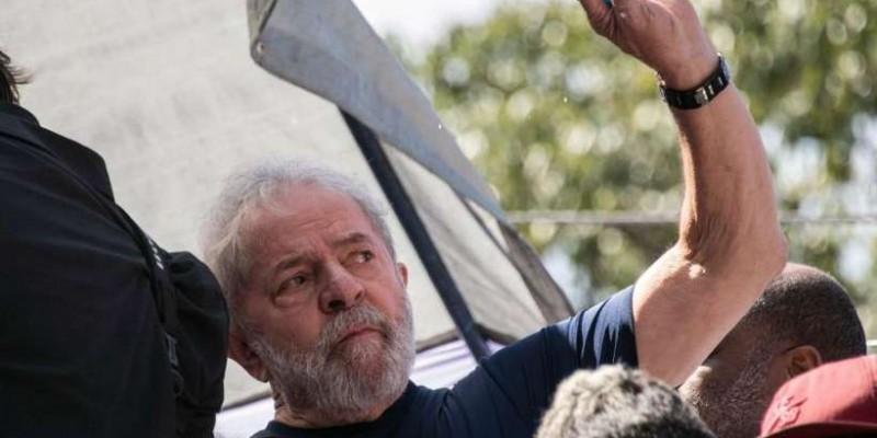 Lula deixará a cadeia hoje para prestar depoimento à Justiça Federal
