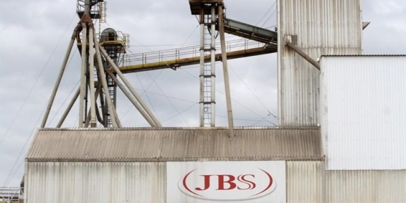 Avicultores lutam para pagar dívida milionária