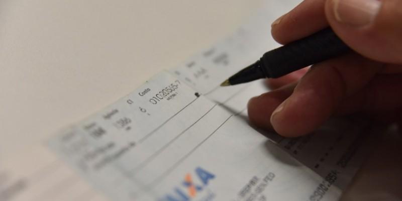 Bolsonaro veta integralmente regulamentação sobre pagamento com cheques