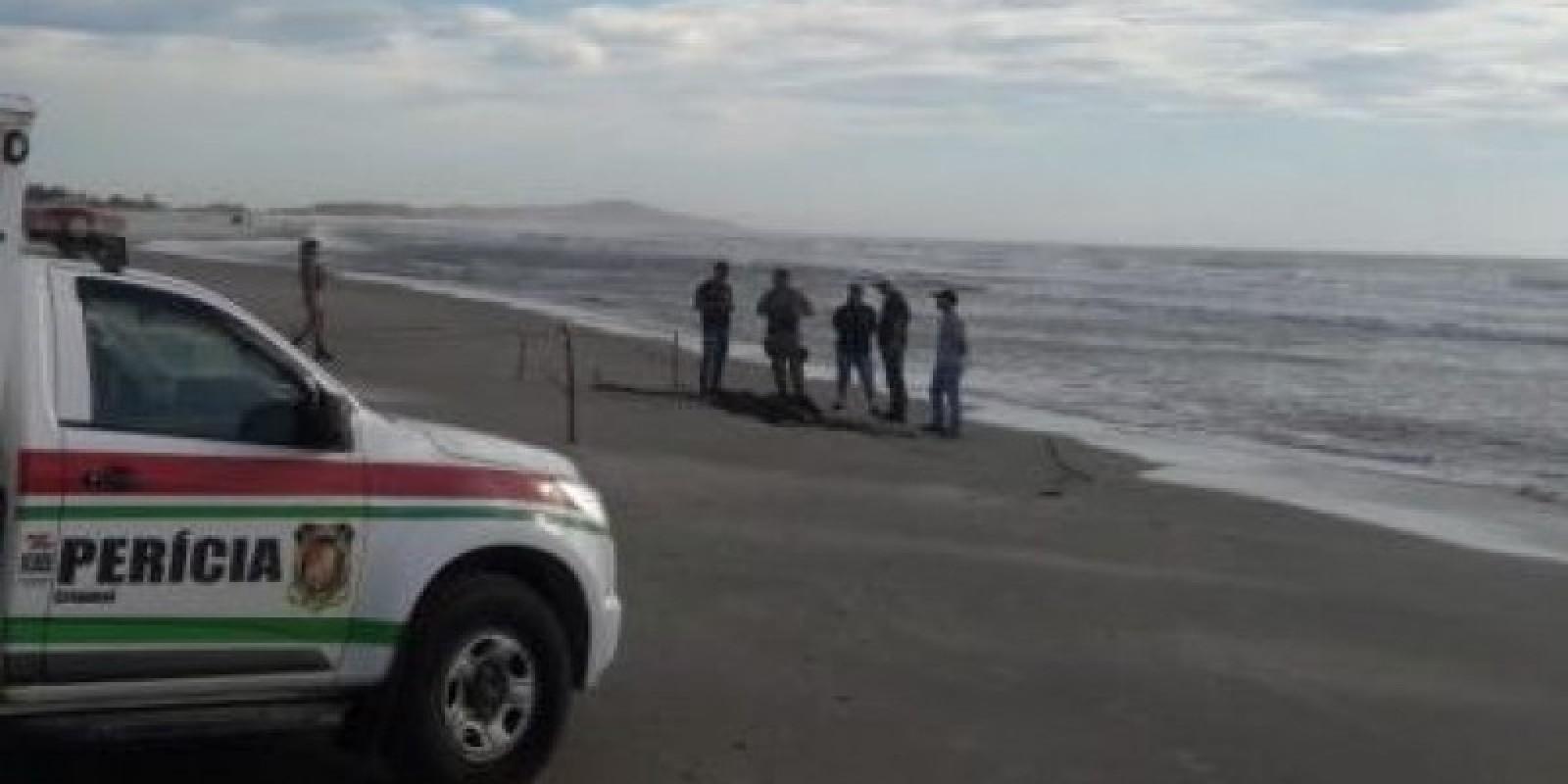 Corpo é encontrado com marcas de violência, na praia do Gi, em Laguna
