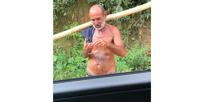 Homem segue desorientado na comunidade de Ponte Baixa e foi visto andando nu