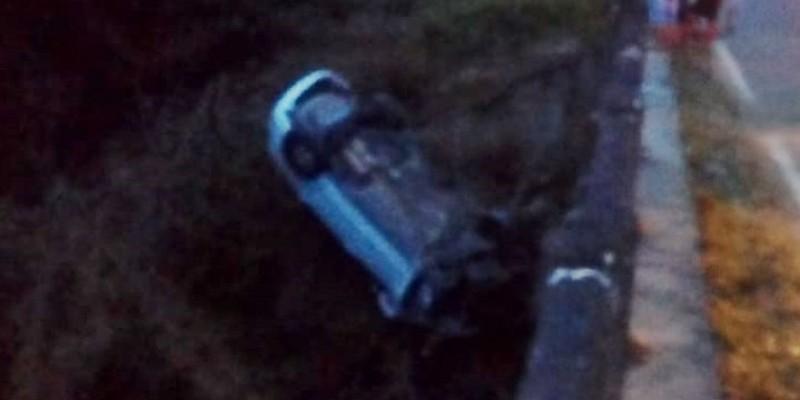 Motorista perde controle de veículo e cai em ponte na SC-108