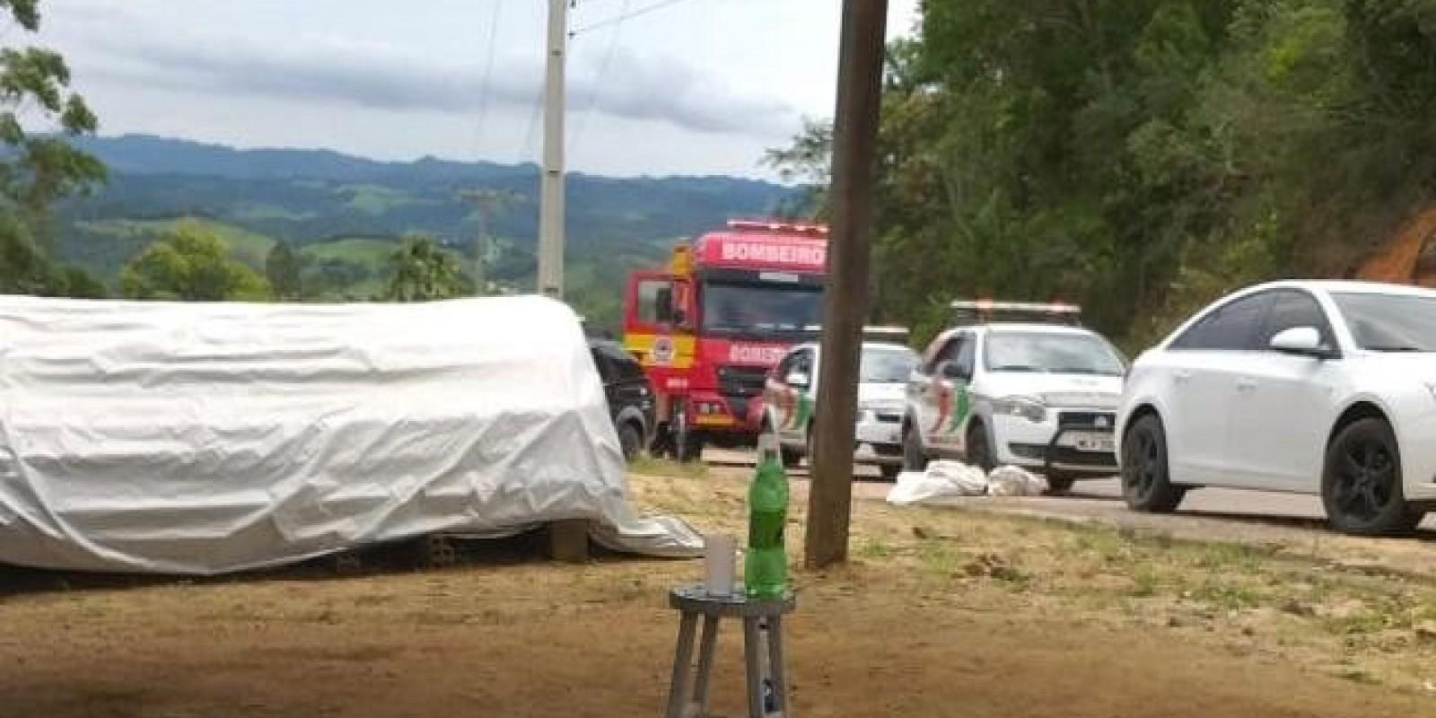 Polícia faz buscas em matagal na tentativa de encontrar morador de Rua de Braço do Norte