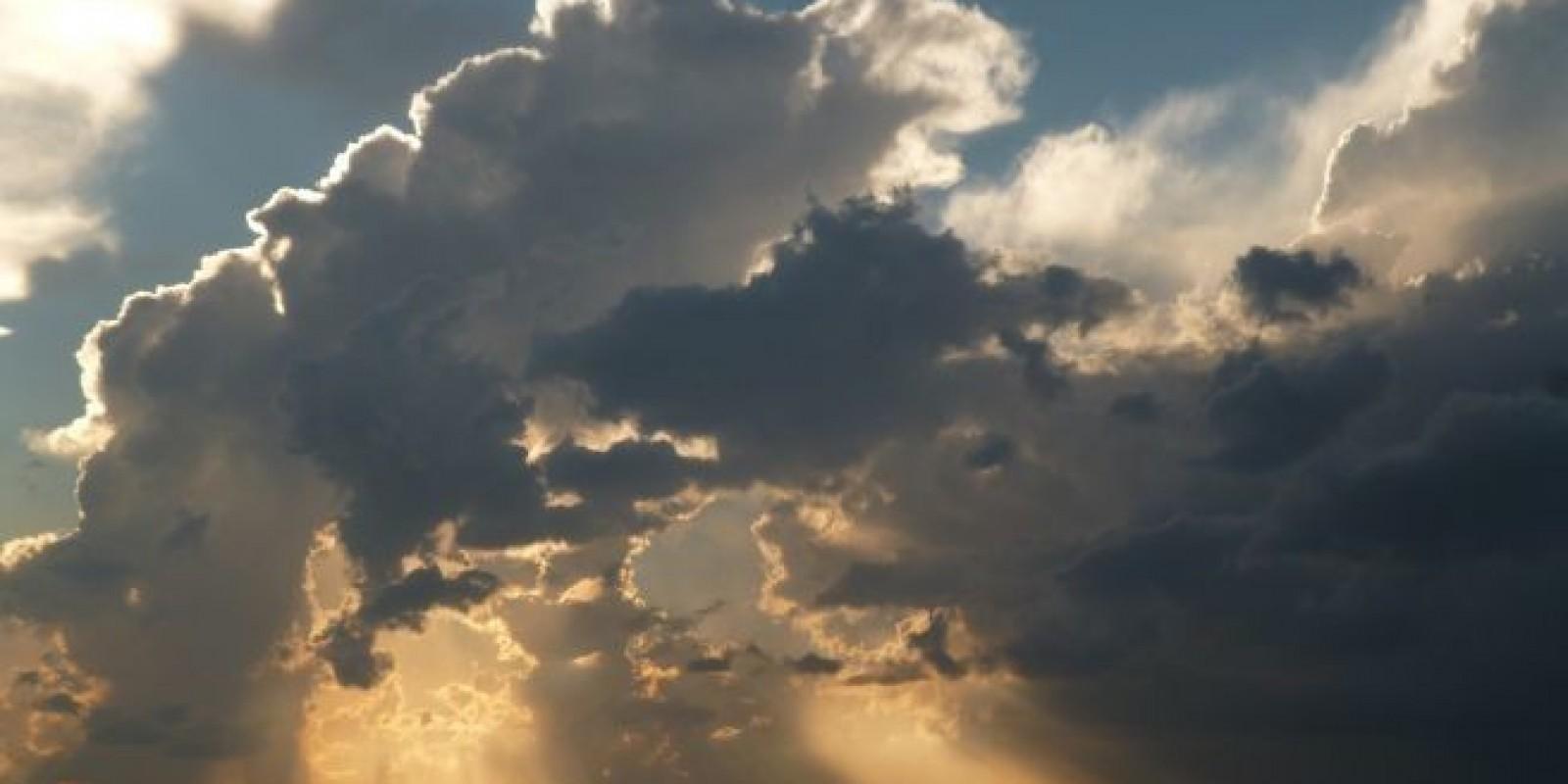 Quinta tem sol, temperaturas mais altas e chuva de verão em Santa Catarina