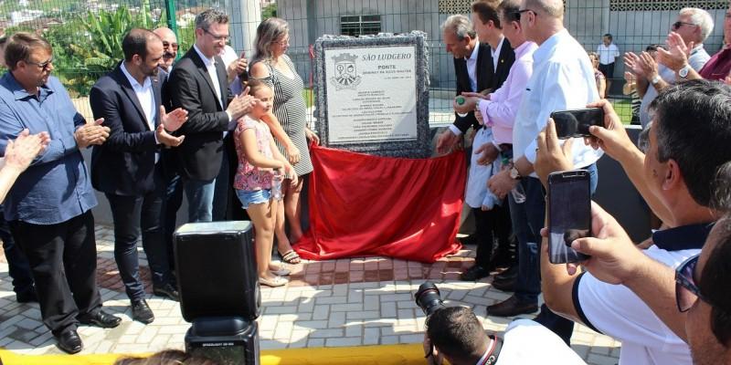 Travessia feita por autoridades e população inaugurou oficialmente a segunda ponte no centro da cidade