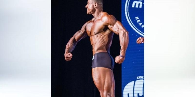 Israel Batista, atleta da Vital Academia, se consagra campeão em sua primeira competição de fisiculturismo
