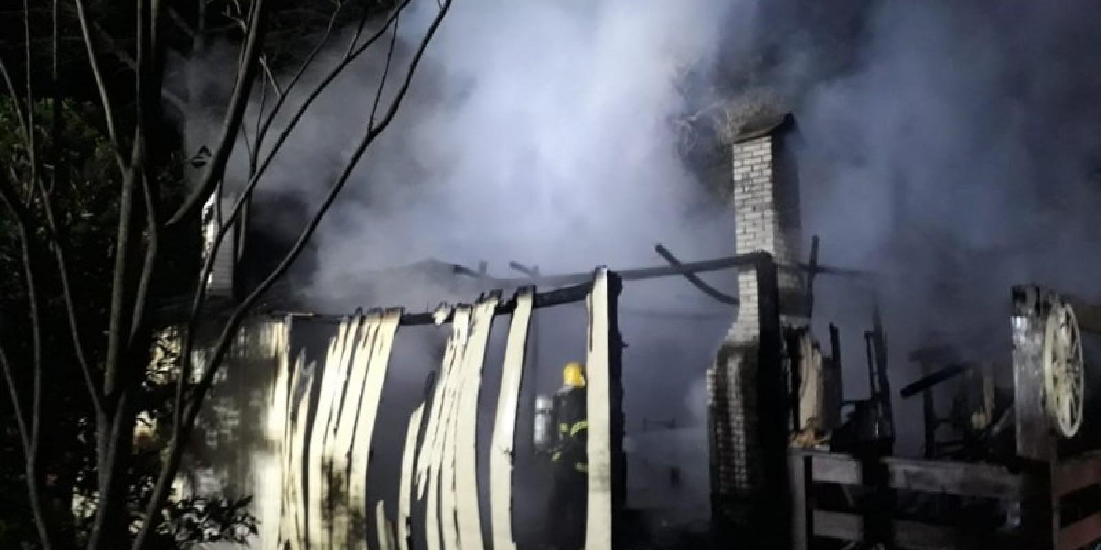 Incêndio atinge residência em Araranguá