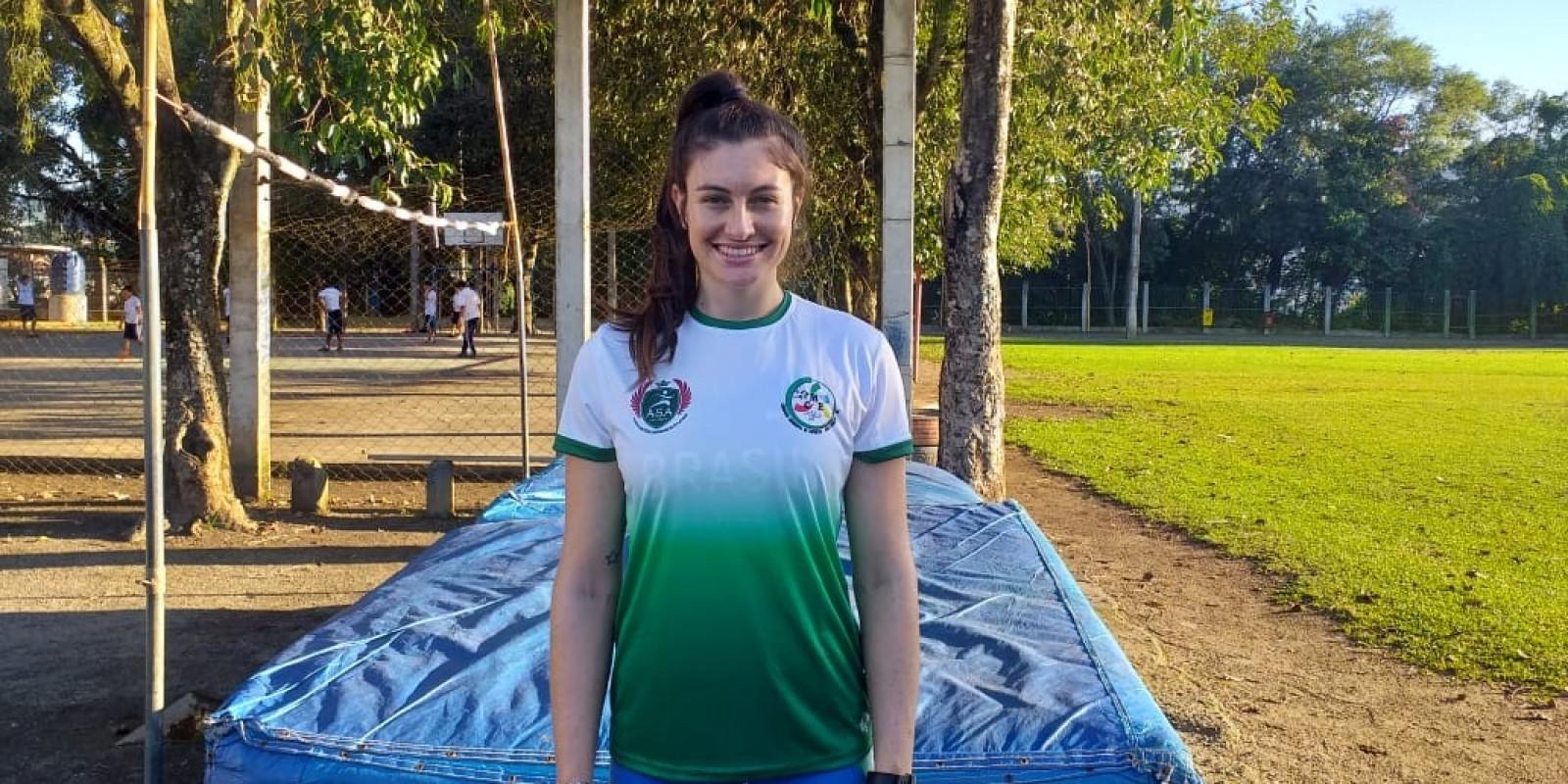 Monique Varmeling embarca com a delegação brasileira para Lima, no Peru