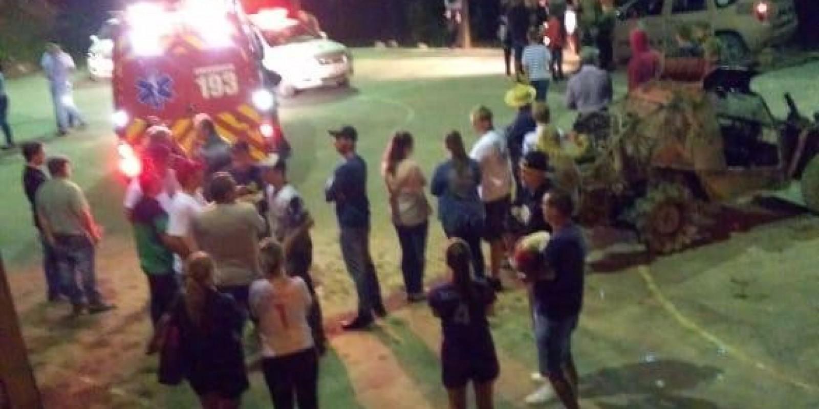 """Mulher é arremessada 8 metros por """"gaiola"""" em Rio Fortuna durante jogo de futebol"""