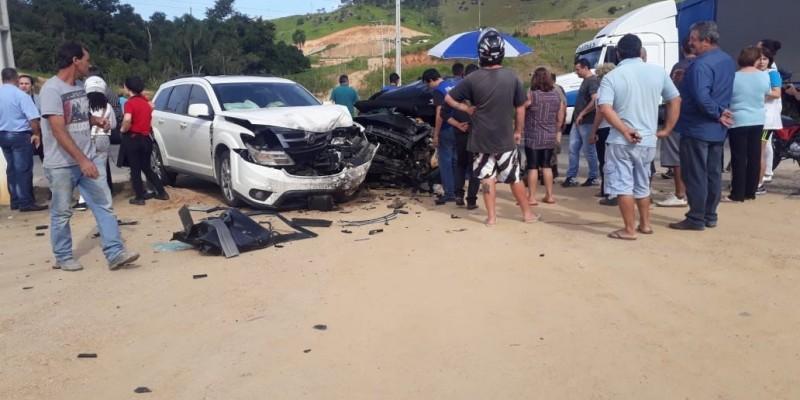 Mulher de 37 anos vem a óbito após grave acidente envolvendo vários veículos