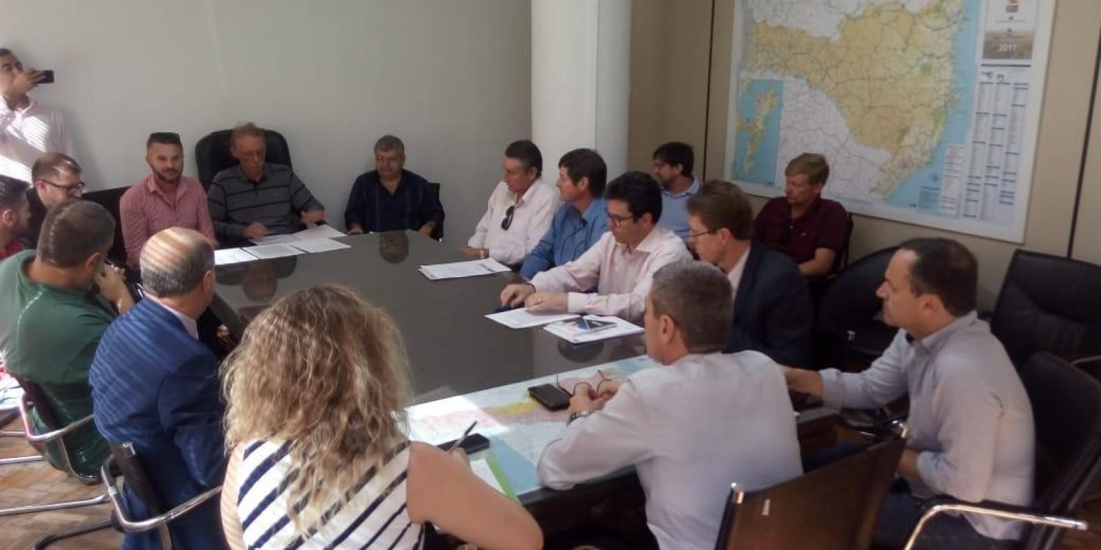 O Deputado Volnei Weber participou de uma audiência em busca de pavimentação para região