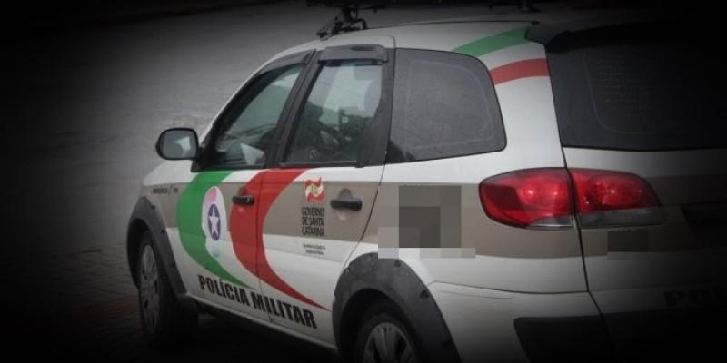 Policia realiza prisões por posse ilegal de arma de fogo e drogas, em Braço do Norte
