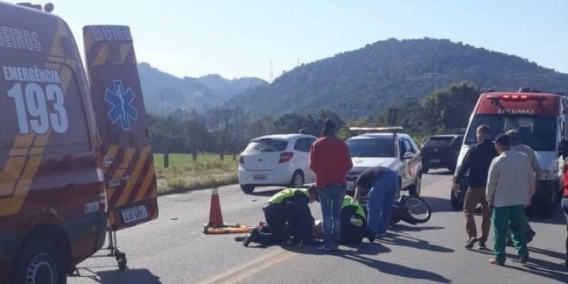 Colisão entre motos deixa dois feridos em Tubarão