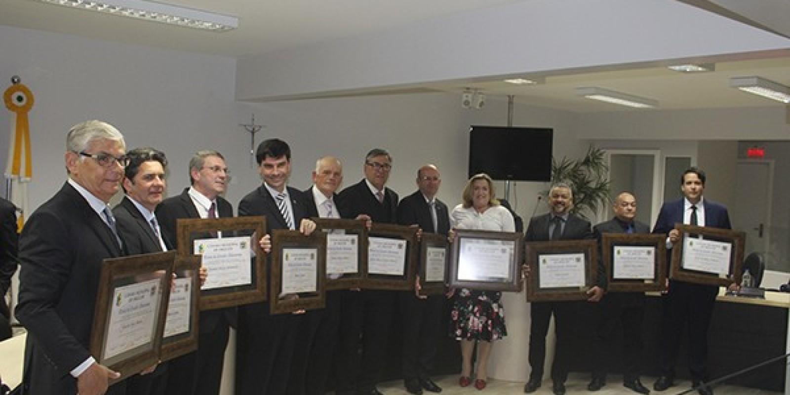 Em Sessão Solene, Câmara concede título de Cidadão Orleanense a 11 personalidades