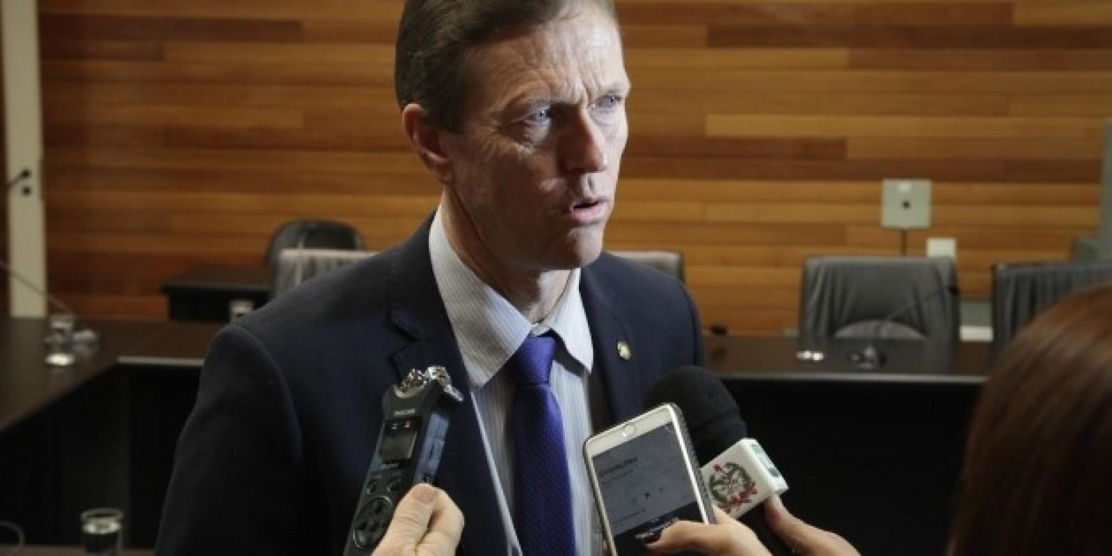 Deputado pede isenção de taxas para associações comunitárias
