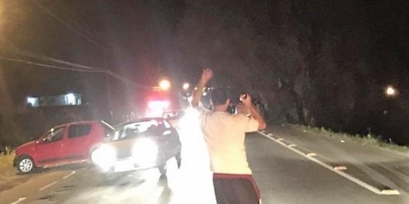 Após capotamento, jovem é arremessada para fora do veículo em Urussanga