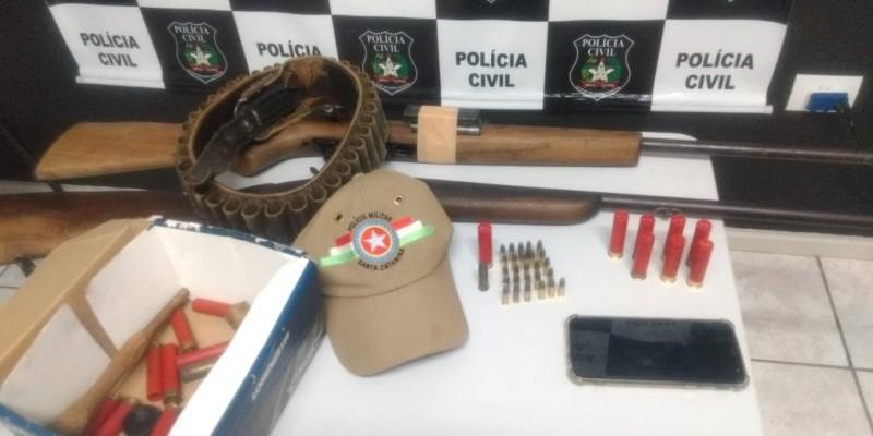 Dupla é presa com arma de fogo e munições em Rio Fortuna