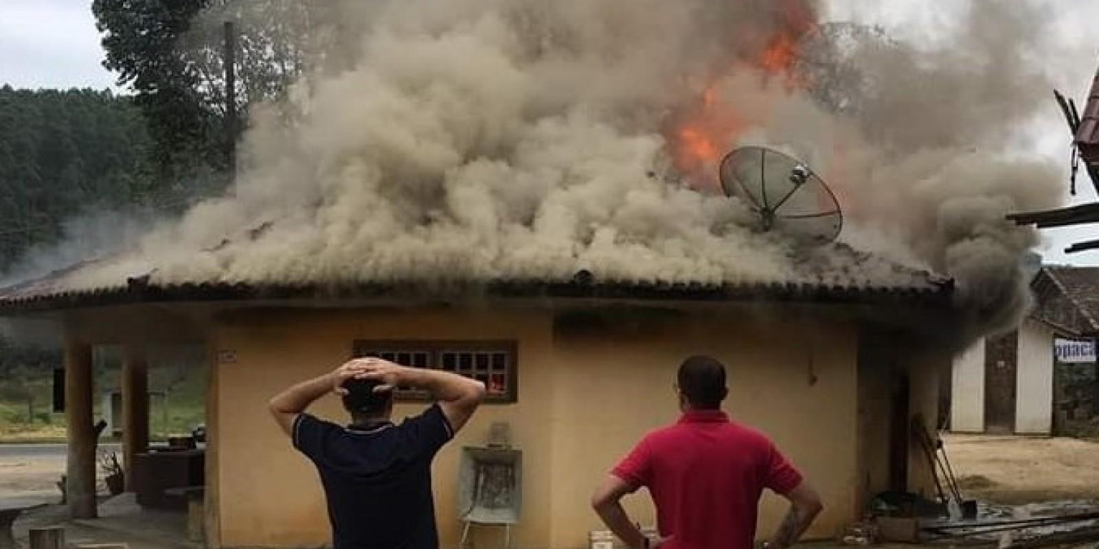 Incêndio destrói a Garapeira em Braço do Norte
