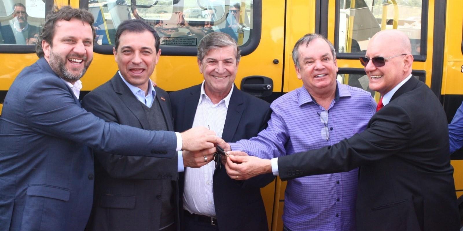 Lauro Müller recebe micro-ônibus para transporte escolar