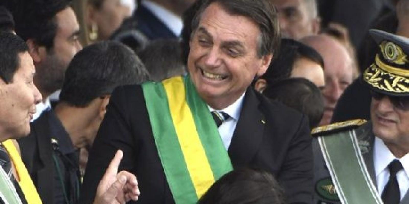 Bolsonaro sanciona MP que desobriga publicação de editais de concursos e licitações em jornais