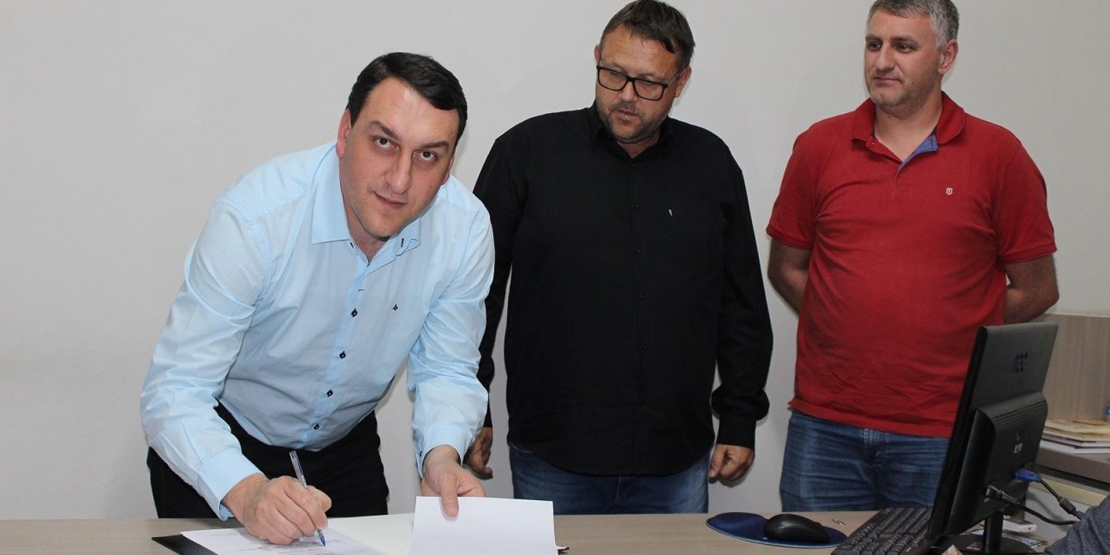 Prefeito Alexandre Pereira entrega Ordem de Serviço para construção de galeria