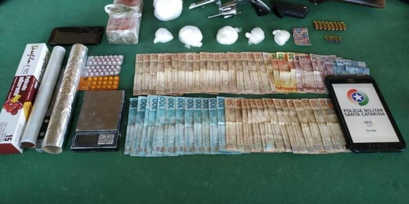 Quatro homens são presos por tráfico de drogas em Jaguaruna