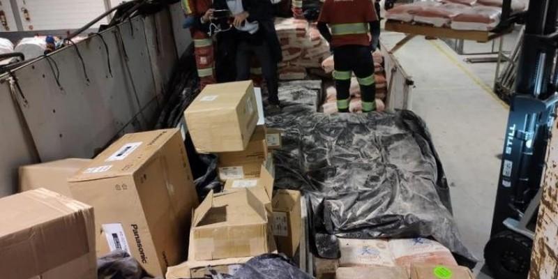 Receita Federal encontra eletrônicos escondidos em carga de trigo em Santa Catarina