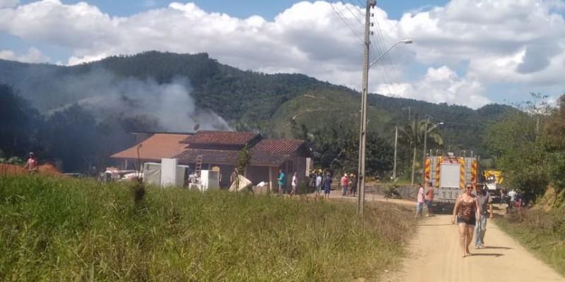 Residência é destruída por incêndio em Grão - Pará