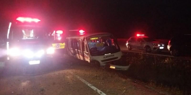 Acidente com micro-ônibus deixa sete pessoas feridas em Criciúma