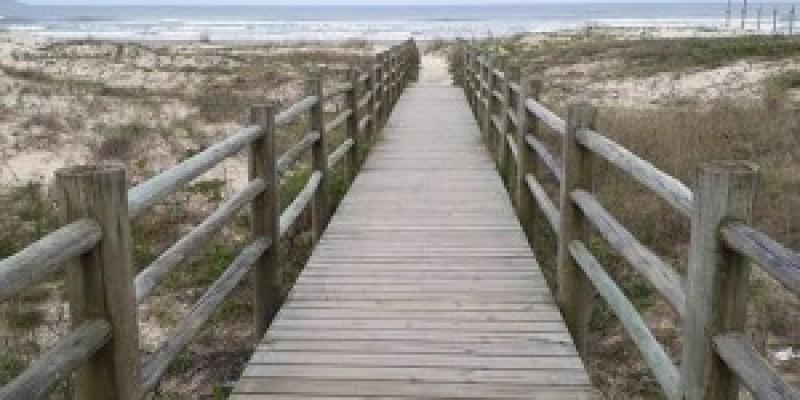 Orla da Praia do Mar Grosso receberá quatro novas passarelas