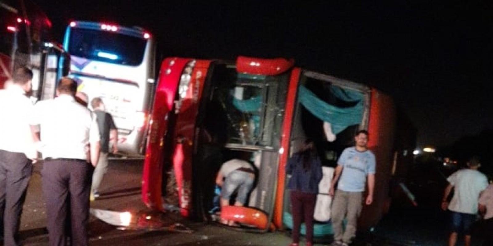 Acidente com ônibus de turismo de Braço do Norte deixa 25 feridos na Freeway