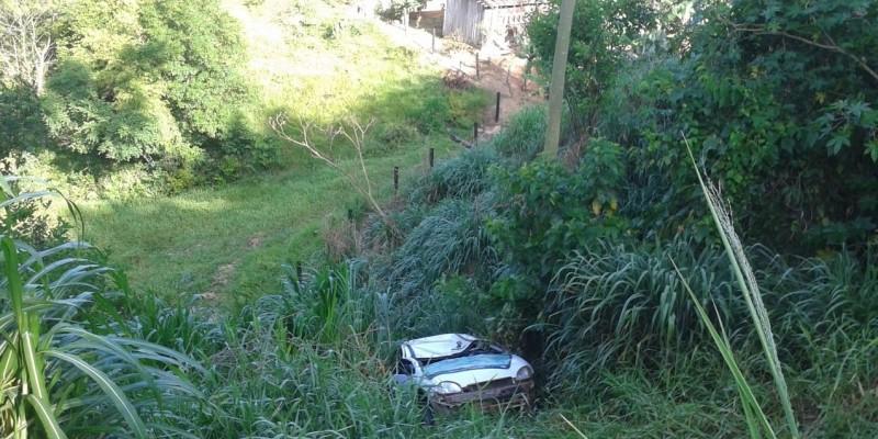 Capotamento com saída de pista é registrado em São Ludgero