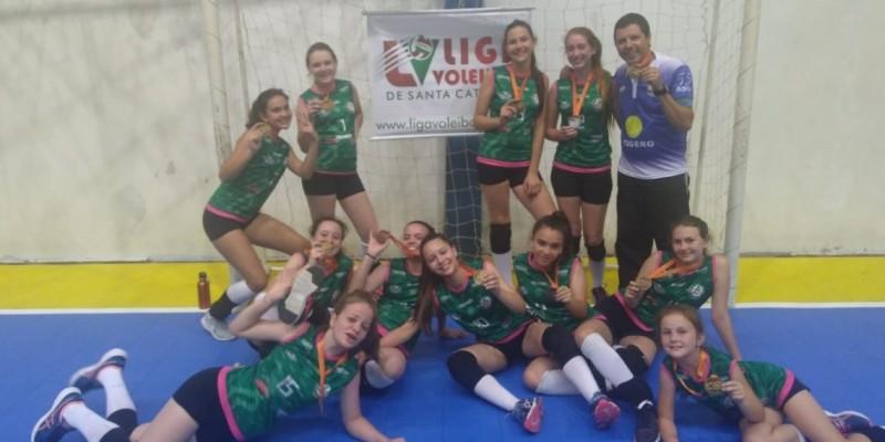 Voleibol Feminino de São Ludgero é bronze na Liga Santa Catarina