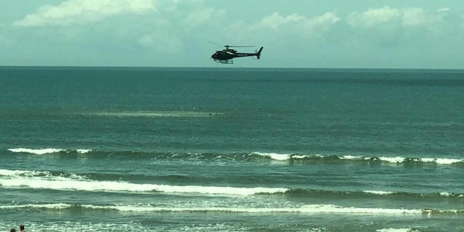 Aeronave em praia de Laguna chama atenção
