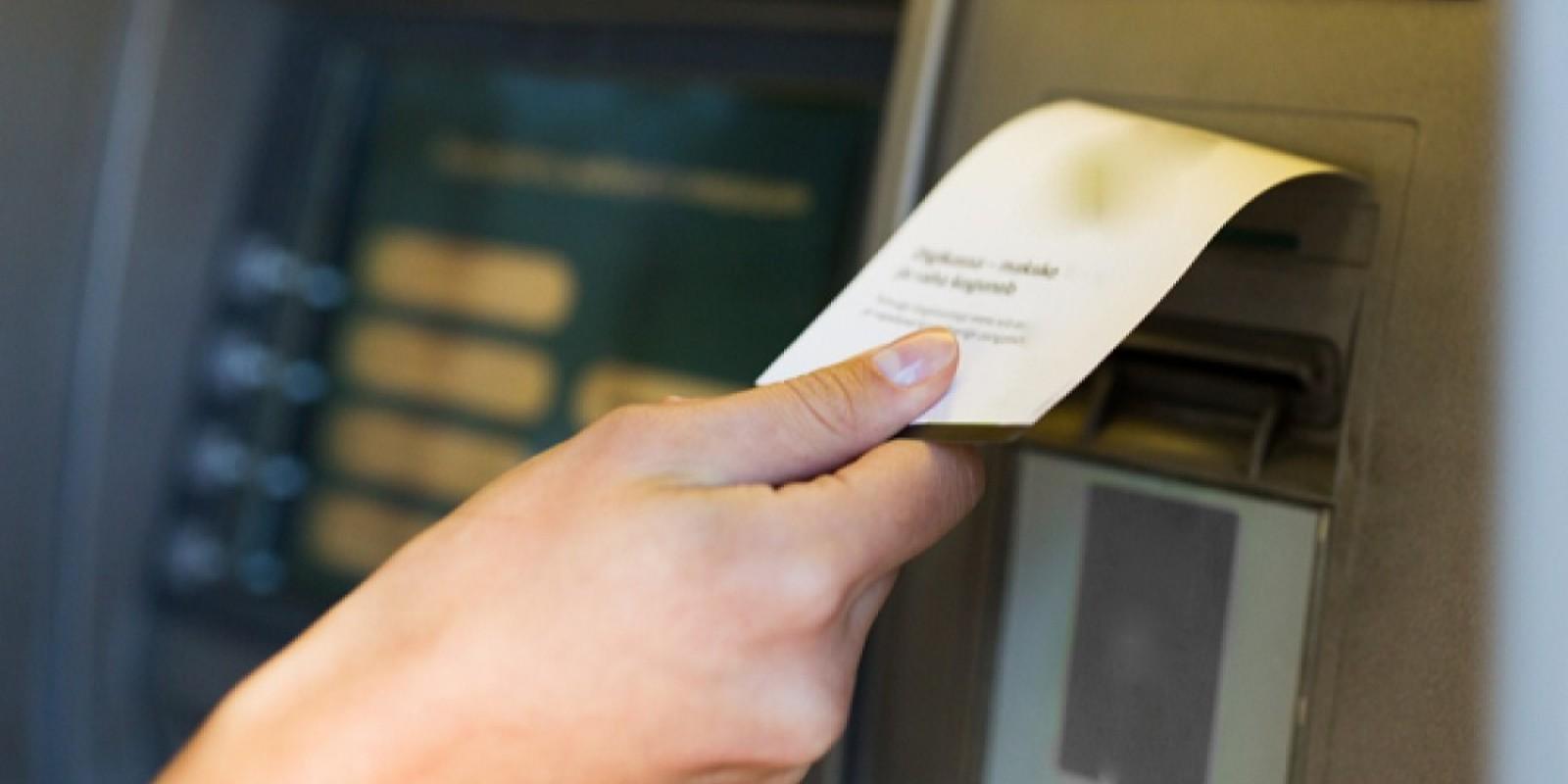 Cliente tem carteira furtada dentro de banco