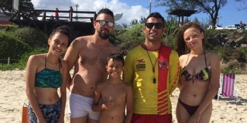 Família resgatada em praia de Imbituba retorna para agradecer os Bombeiros